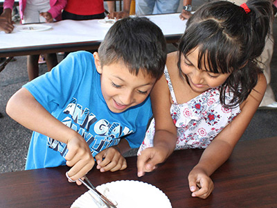 kids discect a squid at a Space Foundation Discovery Center ocean-themed summer event.